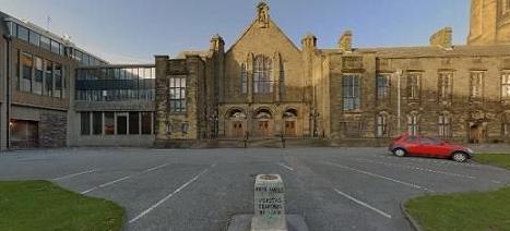 选择就读威尔士班戈大学容易申请吗