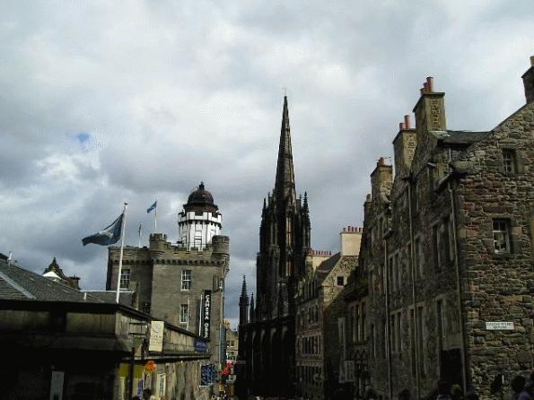 爱丁堡龙比亚大学研究生费用