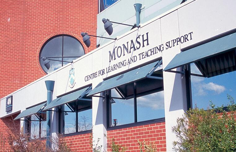 莫纳什大学 2