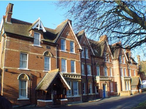 英国伦敦南岸大学留学花费