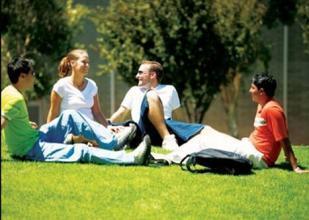 拉筹伯大学教育学专业课程设置难不难