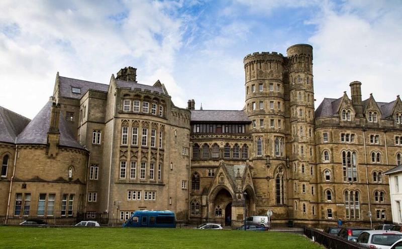 英国亚伯大学院系设置